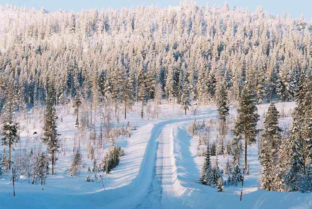 Sweden-Jokkmokk-snow-road-Andrew-Eames